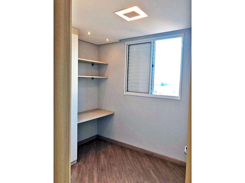 Sacomã, Apartamento Padrão-2º Quarto com piso laminado, teto com sanca, iluminação embutida e armários planejados.