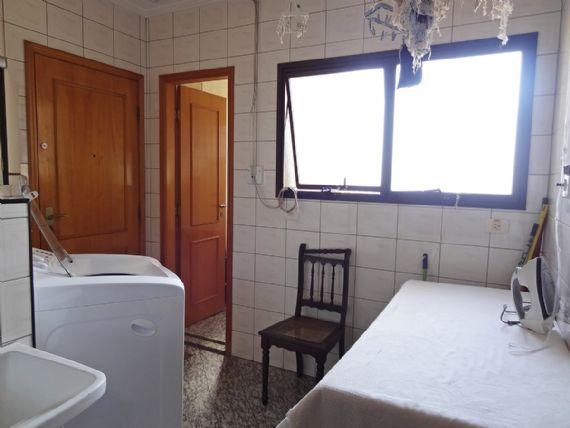 Ipiranga, Apartamento Padrão-Área de serviço com piso de granito.