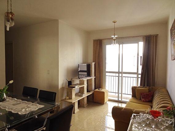 Sacomã, Apartamento Padrão - Sala em L com dois ambientes, piso de porcelanato e acesso à varanda.