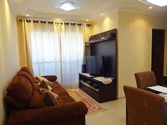 Sacomã, Apartamento Padrão - Sala em L com dois ambientes, piso de porcelanato, teto com sanca de gesso, iluminação embutida e acesso à varanda.