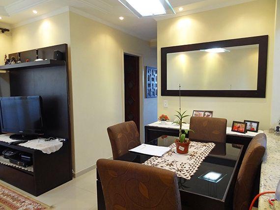 Sacomã, Apartamento Padrão-Sala em L com dois ambientes, piso de porcelanato, teto com sanca de gesso, iluminação embutida e acesso à varanda.