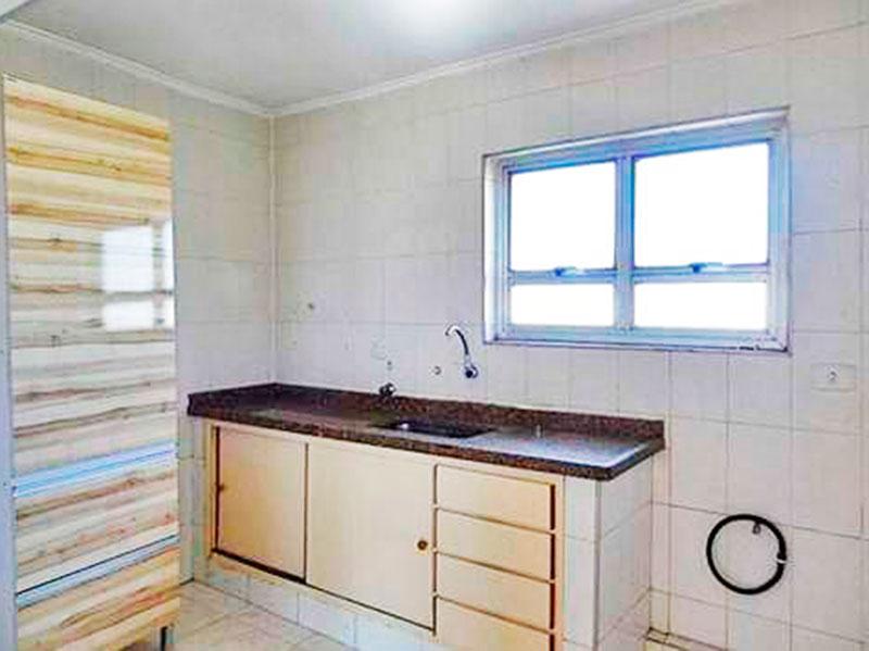 Sacomã, Apartamento Padrão-Cozinha com piso de cerâmica, teto com moldura de gesso, armários planejados, gabinete, pi ade granito e acesso a ara de serviço.