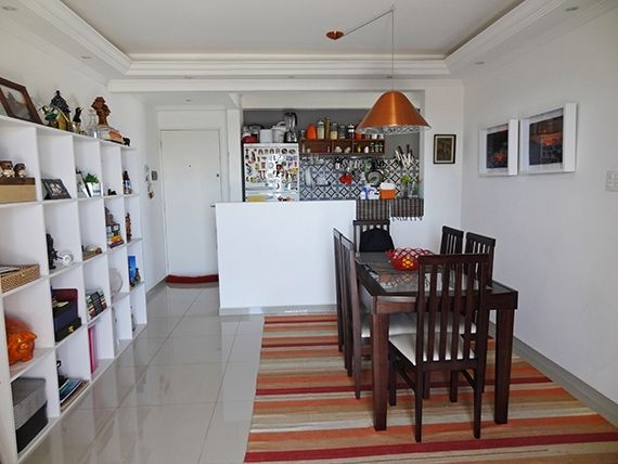 Sacomã, Apartamento Padrão-Sala ampliada (com o 3º quarto), com piso de porcelanato, teto com sanca de gesso, iluminação embutida e acesso a sacada.