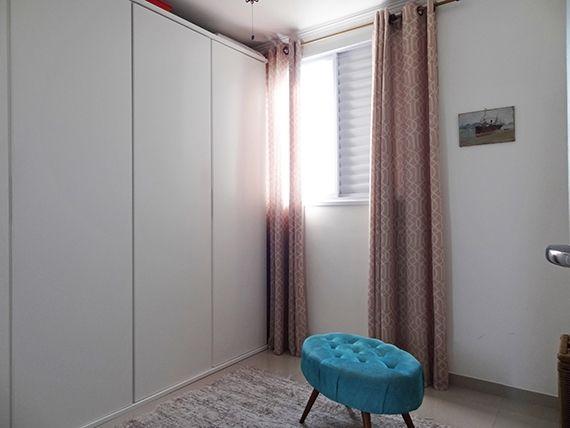 Sacomã, Apartamento Padrão-2º Quarto com piso de porcelanato, teto com moldura de gesso e armários.