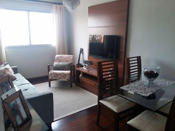 Ipiranga, Apartamento Padrão - Sala retangular com dois ambientes, teto com moldura de gesso e piso laminado.