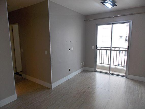 Sacomã, Apartamento Padrão - Sala retangular com dois ambientes, piso de cerâmica, rodapé e acesso à varanda.