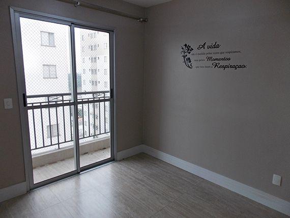 Sacomã, Apartamento Padrão-Sala retangular com dois ambientes, piso de cerâmica, rodapé e acesso à varanda.