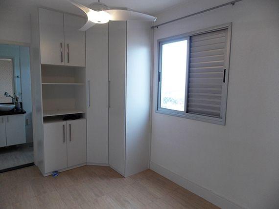 Sacomã, Apartamento Padrão-Suíte com piso de cerâmica, teto com iluminação embutida, papel de parede e armários planejados.