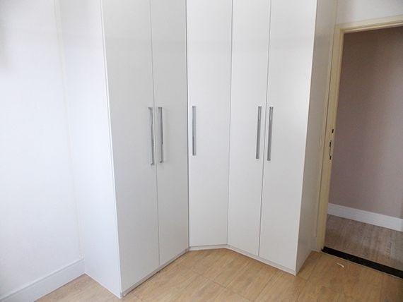 Sacomã, Apartamento Padrão-Segundo dormitório com piso de cerâmica e armários planejados.