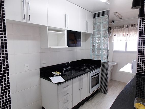 Sacomã, Apartamento Padrão-Cozinha américa com piso de cerâmica, bancada e pia de granito, armários planejados e acesso à área de serviço.