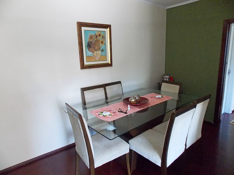 Sacomã, Apartamento Padrão-Sala em L com dois ambientes, piso laminado e teto com moldura de gesso.