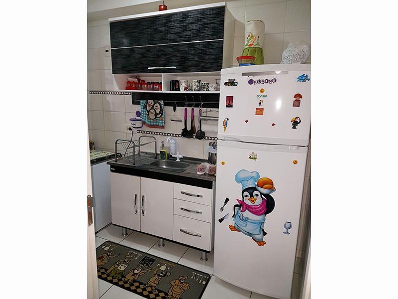 Sacomã, Apartamento Padrão-Cozinha com piso de cerâmica, pia de inox com gabinete e armários.