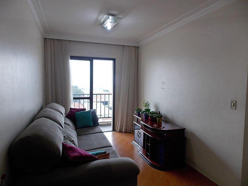 Ipiranga, Apartamento Padrão - Sala em L com dois ambientes, piso laminado, teto com moldura de gesso e acesso à sacada.