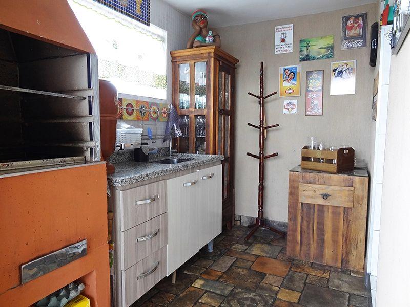 Ipiranga, Cobertura Duplex-Terraço com piscina, área coberta, banheiro, churrasqueira e pia de granito com gabinete.