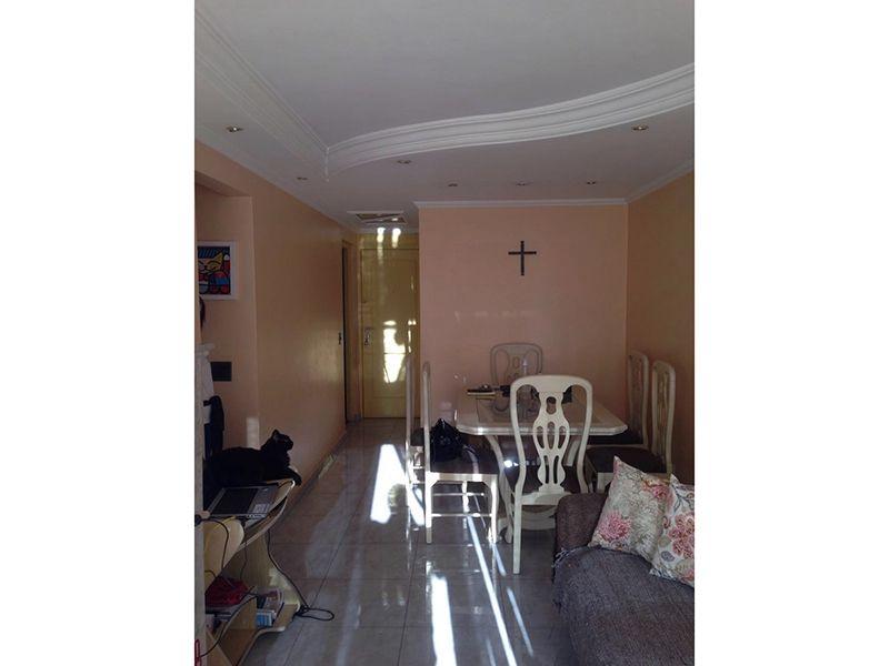 Sacomã, Apartamento Padrão-Sala retangular com dois ambientes, piso de cerâmica, tela com sanca de gesso, iluminação embutida, cortineiro e acesso à varanda.
