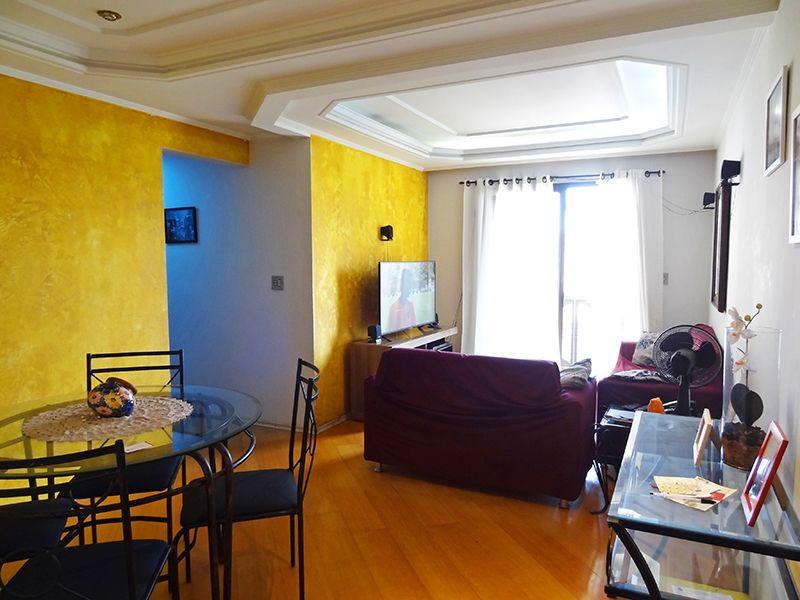 Sacomã, Apartamento Padrão - Sala em L com dois ambientes, piso de madeira, teto com sanca de gesso, iluminação embutida e cortineiro.