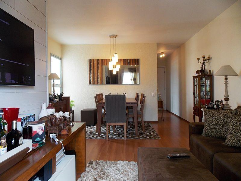 Jabaquara, Apartamento Padrão-Sala em L com dois ambientes, piso laminado e acesso à varanda.