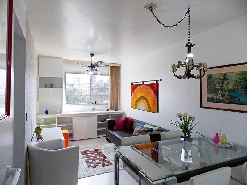 Jabaquara, Apartamento Padrão - Sala retangular com dois ambientes e piso laminado.