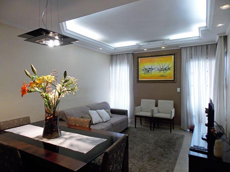 Sacomã, Apartamento Padrão-Sala retangular com dois ambientes, piso de porcelanato, cortineiro, teto com sanca de gesso, iluminação embutida e acesso à sacada.