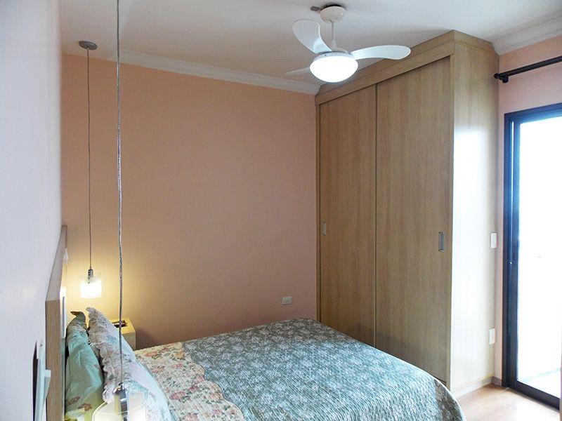 Sacomã, Apartamento Padrão-Suíte com piso laminado, teto com moldura de gesso, armários planejados e sacada.