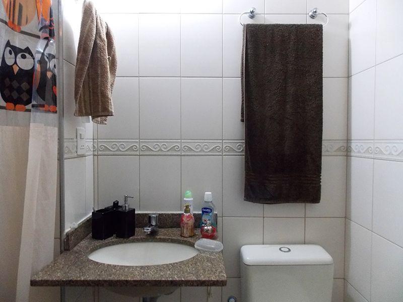 Sacomã, Apartamento Padrão-Banheiro social com piso de cerâmica e pia de granito.