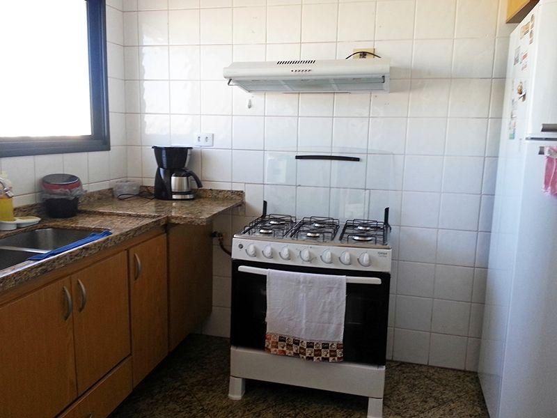 Ipiranga, Apartamento Padrão-Cozinha com armários planejados, piso e pia de granito.