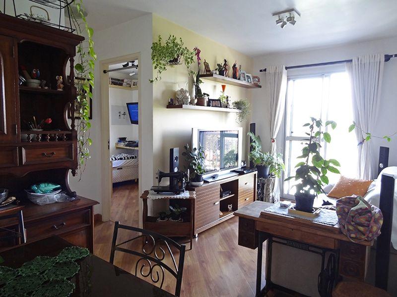 Sacomã, Apartamento Padrão - Sala retangular com dois ambientes, piso de madeira e acesso à sacada.