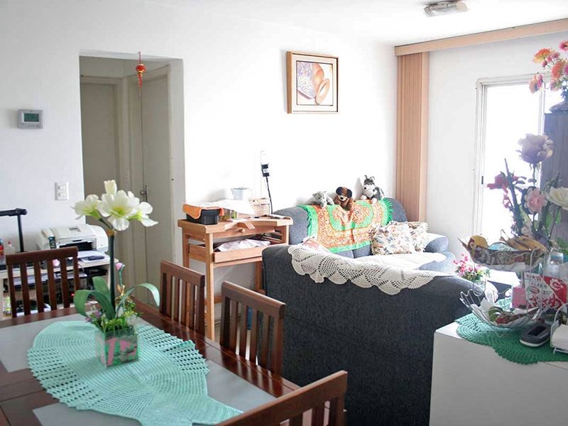 Ipiranga, Apartamento Padrão - Sala com dois ambientes, piso de cerâmica e acesso à varanda.