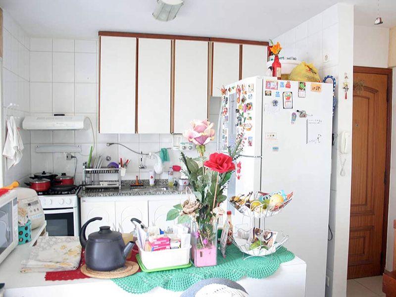 Ipiranga, Apartamento Padrão-Cozinha americana com armários, pia de granito e gabinete.