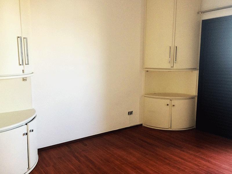 Ipiranga, Apartamento Padrão-Suíte com piso laminado, armários planejados e closet.