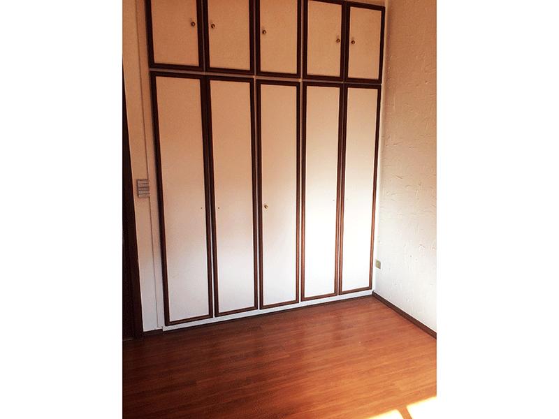 Ipiranga, Apartamento Padrão-Segundo dormitório com piso laminado, armários planejados e armário embutido.