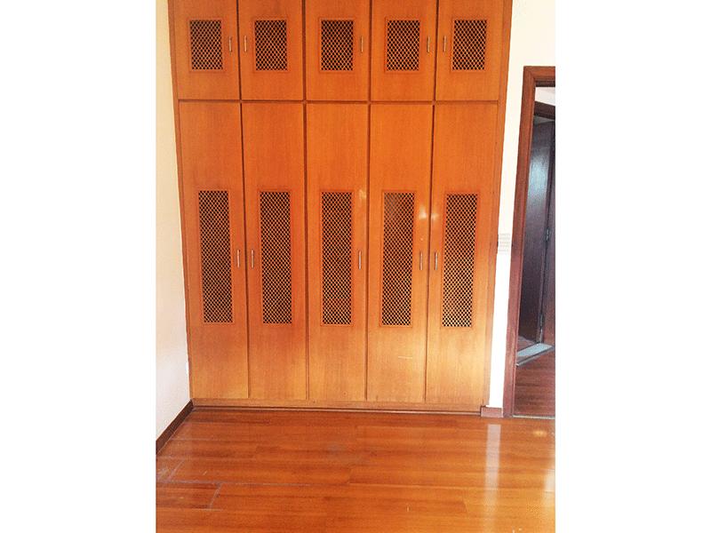 Ipiranga, Apartamento Padrão-Terceiro dormitório com piso laminado e armário embutido.