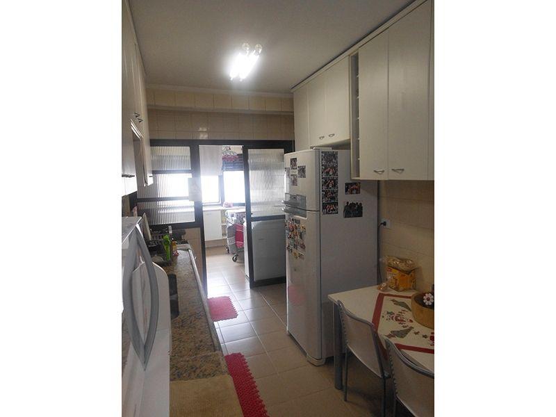 Saúde, Cobertura Duplex-Cozinha com piso de cerâmica, armários planejados e pia de granito.