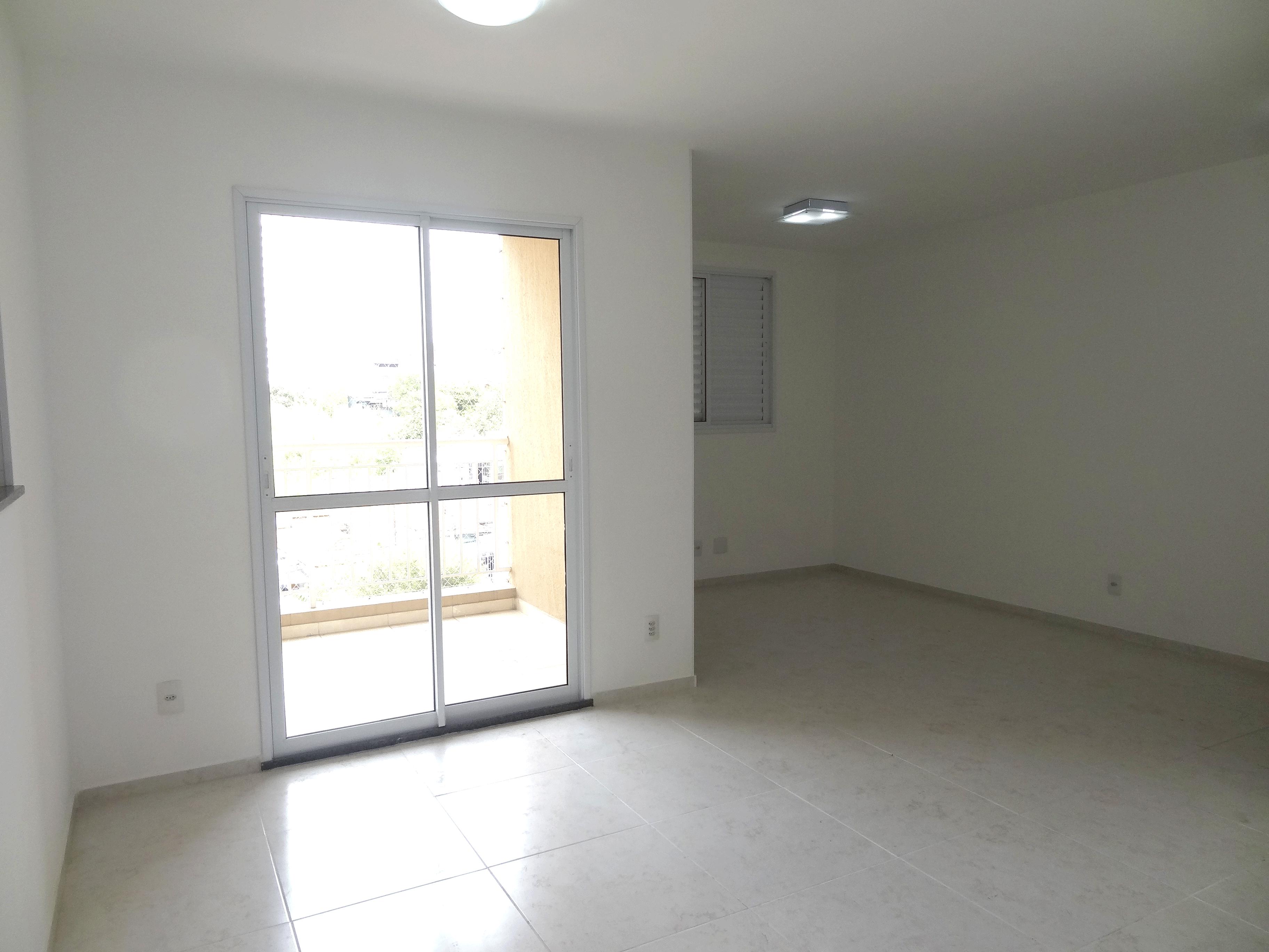Sacomã, Apartamento Padrão - Sala em L ampliada com piso de porcelanato e acesso à varanda (2º dormitório transformado em sala ampliada).