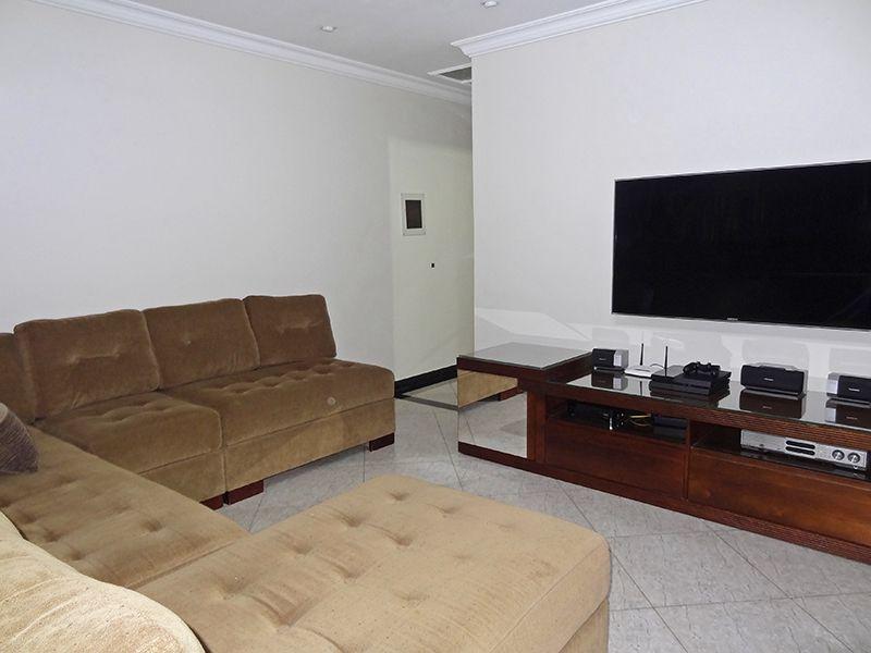 Jabaquara, Apartamento Padrão-Sala com dois ambientes, piso de porcelanato, teto com moldura de gesso, iluminação embutida e acesso à varanda.