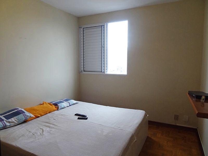 Ipiranga, Apartamento Padrão-Primeiro dormitório com piso de madeira.
