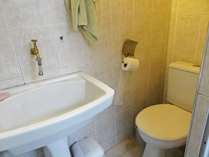 Ipiranga, Apartamento Padrão-Banheiro de serviço com piso de cerâmica e tanque.