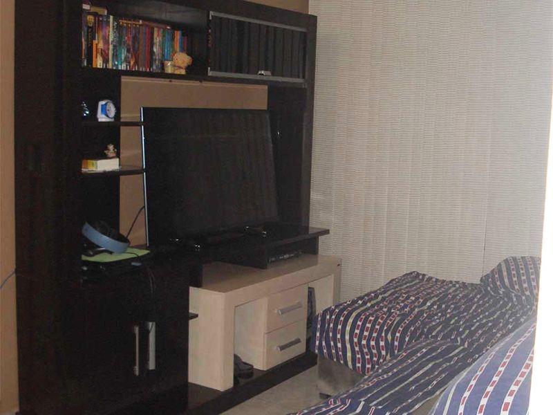 Sacomã, Apartamento Padrão-Sala com piso de cerâmica e acesso à varanda.
