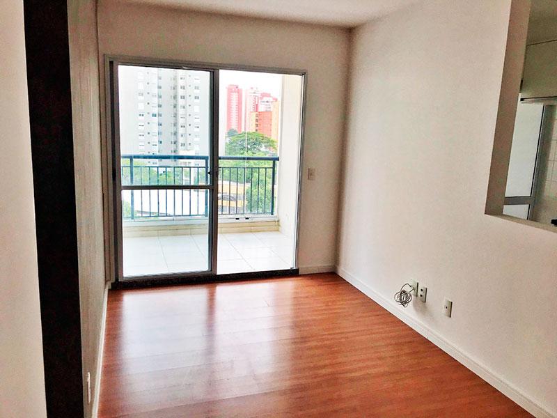 Ipiranga, Apartamento Padrão - Sala com piso laminado e acesso a varanda.