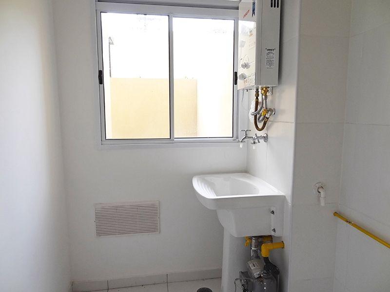 Sacomã, Apartamento Garden-Área de serviço com piso de cerâmica e aquecedor de passagem.