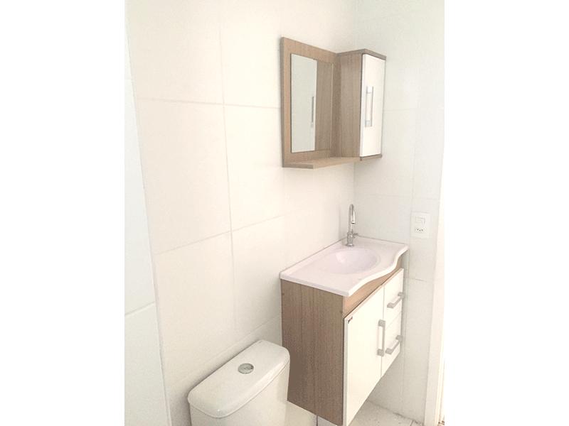 Sacomã, Apartamento Garden-Banheiro com piso de cerâmica, pia de mármore e gabinete.