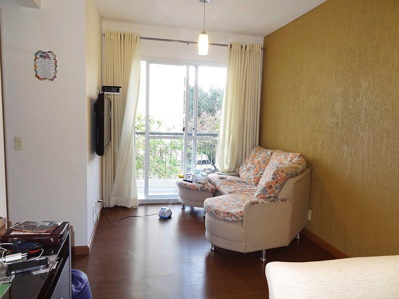 Sacomã, Apartamento Padrão-Sala com dois ambientes, piso laminado e acesso à varanda.