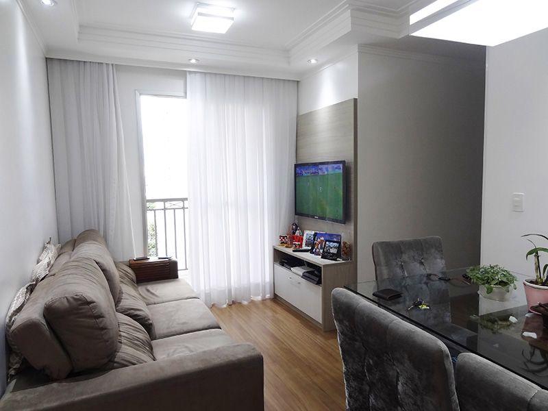 Sacomã, Apartamento Padrão - Sala retangular com piso laminado, teto com sanca de gesso com iluminação embutida e acesso á varanda.