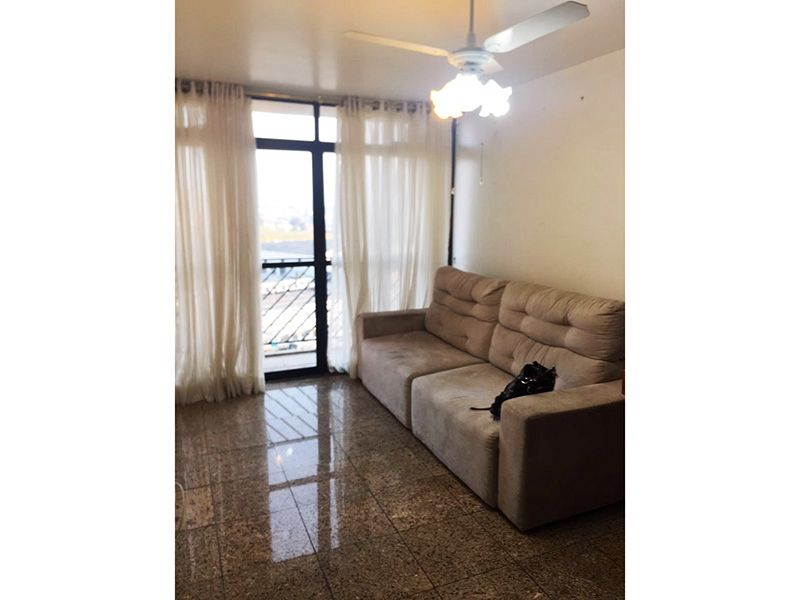 Jabaquara, Apartamento Padrão - Sala em L com piso de porcelanato e acesso a varanda.
