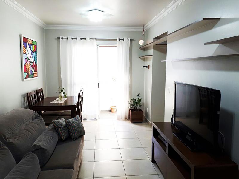 Ipiranga, Apartamento Padrão - Sala com piso de cerâmica, teto com moldura de gesso e acesso a varanda.