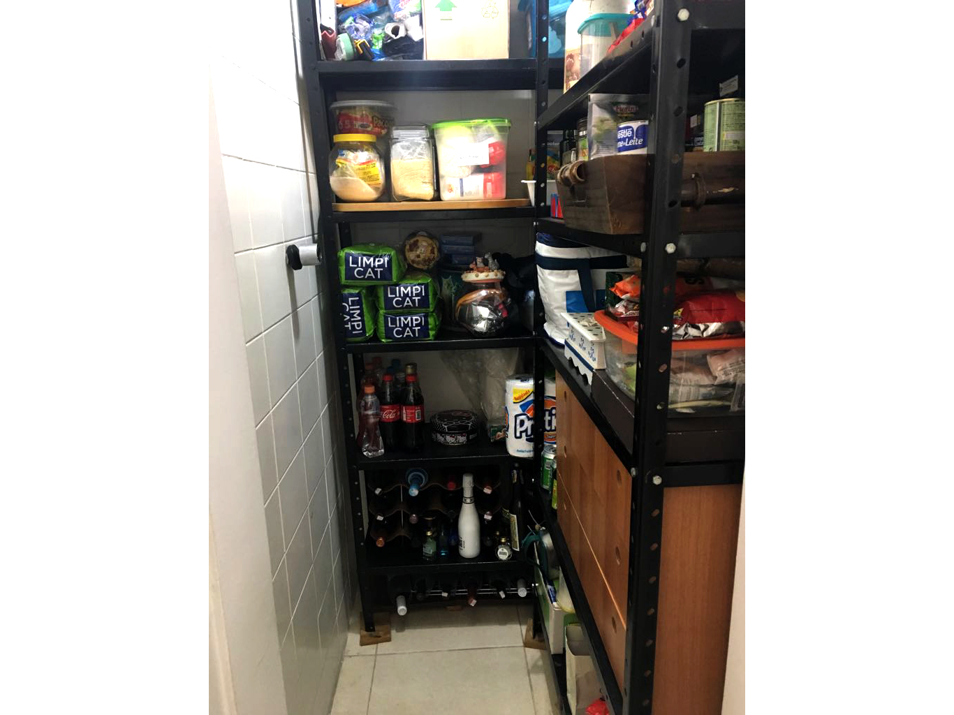Ipiranga, Apartamento Padrão-Banheiro de empregada transformado em despensa.