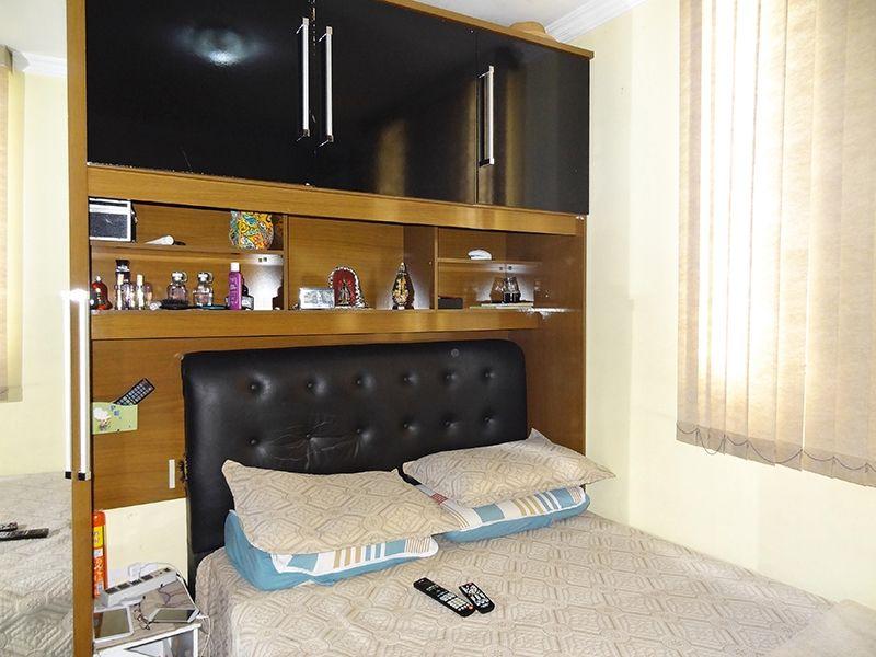 Sacomã, Apartamento Padrão-Dormitório com piso de porcelanato e teto com moldura.