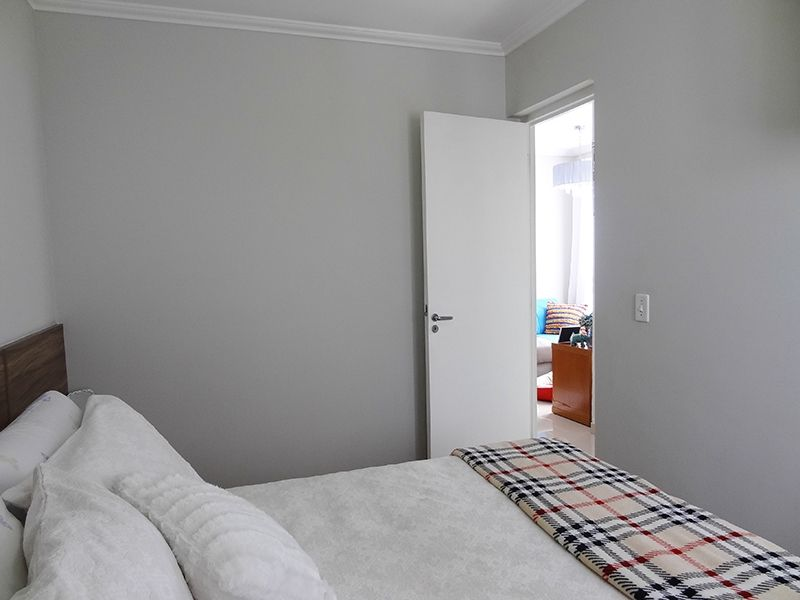 Sacomã, Apartamento Padrão-Primeiro dormitório com piso laminado e teto com moldura de gesso.