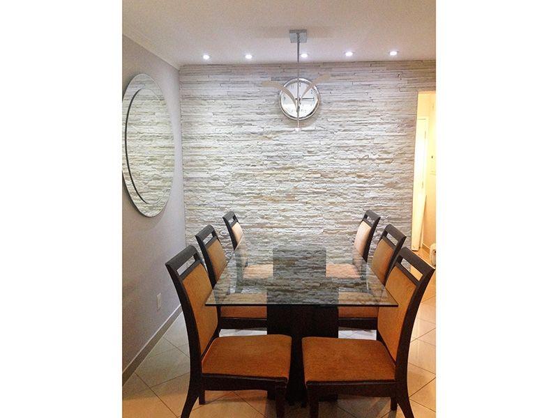 Sacomã, Apartamento Padrão-Sala retangular com piso em porcelanato, teto com sanca de gesso, iluminação embutida e acesso a varanda.