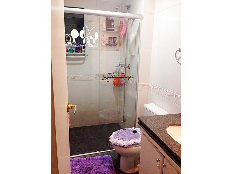 Sacomã, Apartamento Padrão-Banheiro da suíte com piso de cerâmica, pia de granito com gabinete e box de vidro.